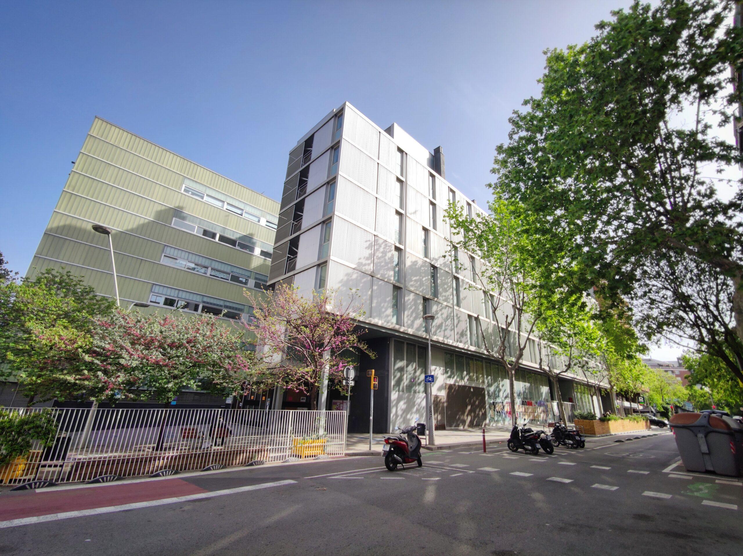 L'edifici Londres vist des de la cruïlla amb el carrer Villarroel / D.C.
