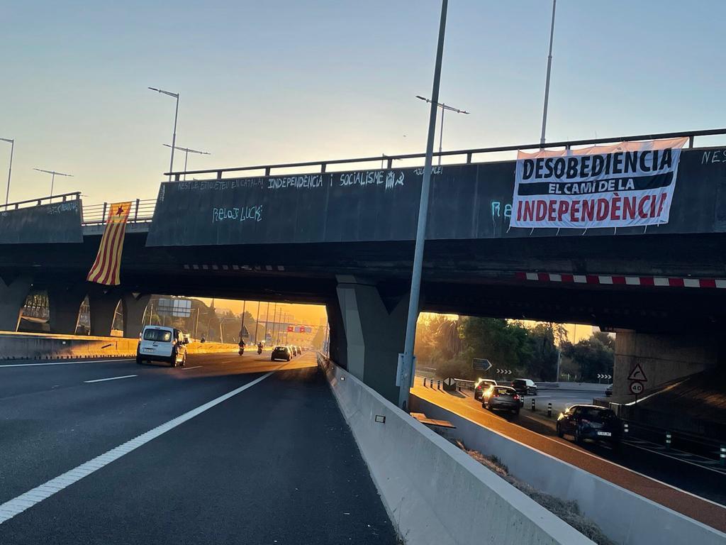 Pancarta a l'entrada de Barcelona / Cedida