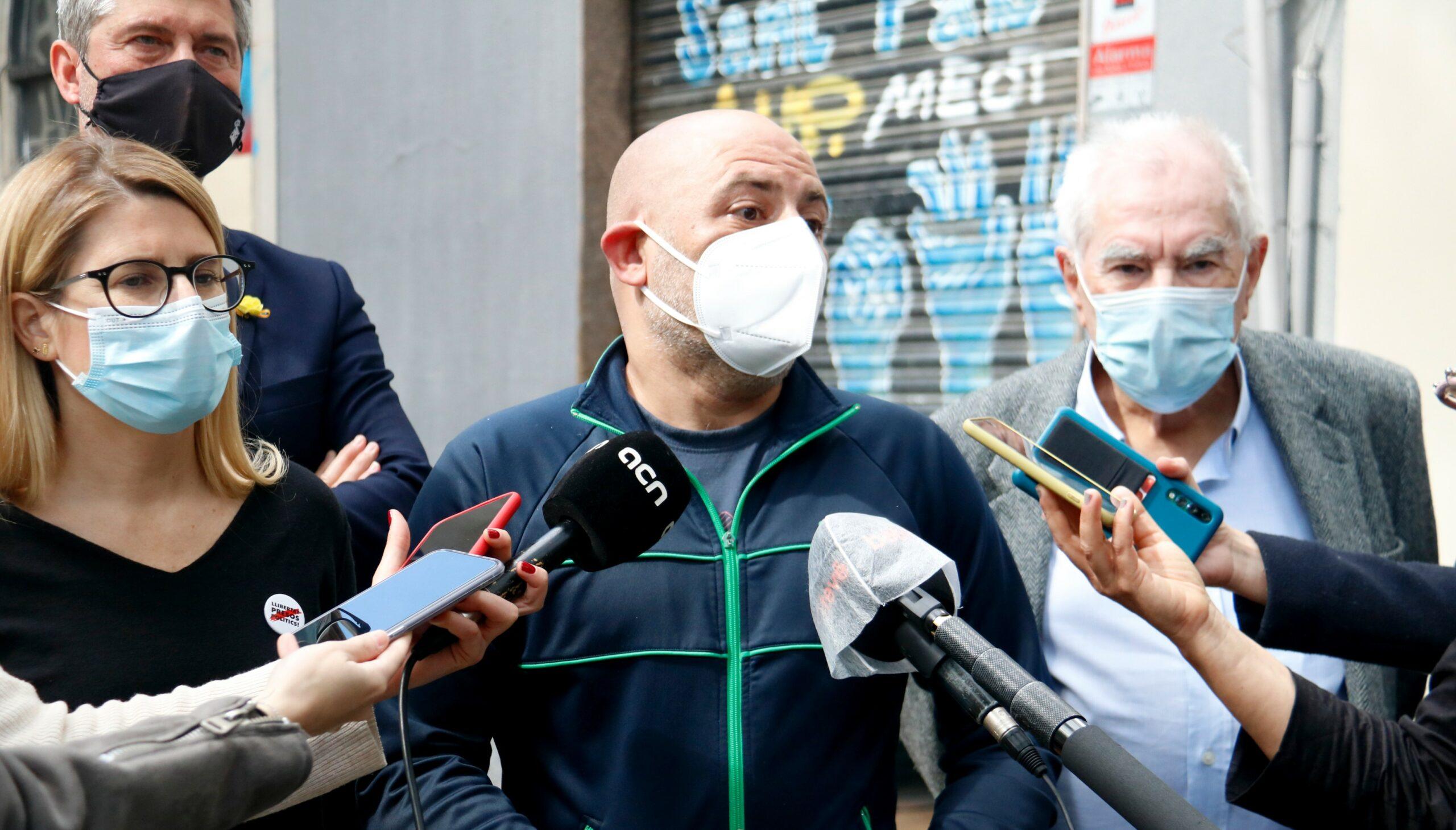 Jordi Martí, Elsa Artadi, Ernest Morera i Ernest Maragall, aquest matí, davant del Gimnàs Social Sant Pau / Blanca Blay (ACN)