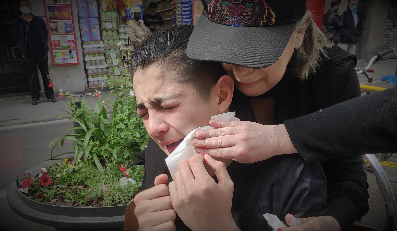 Una de les persones afectades als ulls per la ruixada de gas pebre / Sindicat de Barri del Poble-sec