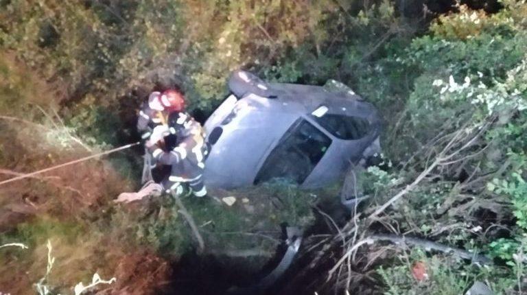 Un cotxe ha caigut per un barranc a Collserola / Bombers