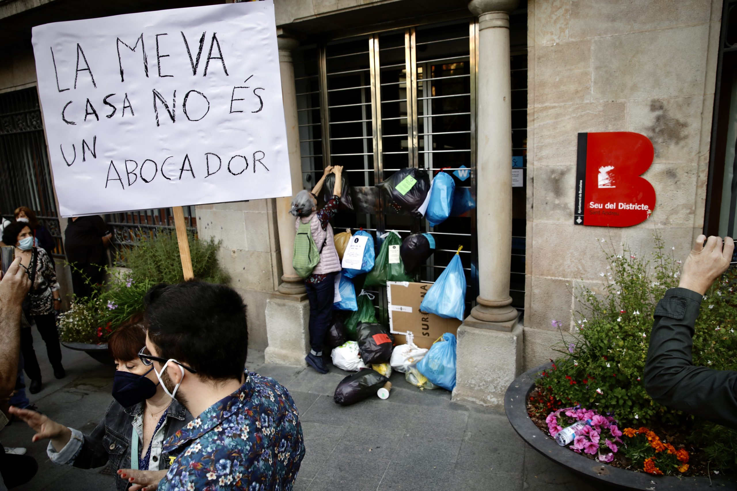 Protesta davant del districte de Sant Andreu / Jordi Play