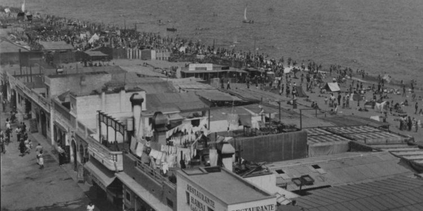 Alguns dels xiringuitos que hi ha havia a la Barceloneta entre els anys 1940 i 1992 / Arxiu fotogràfic de l'Ajuntament de Barcelona