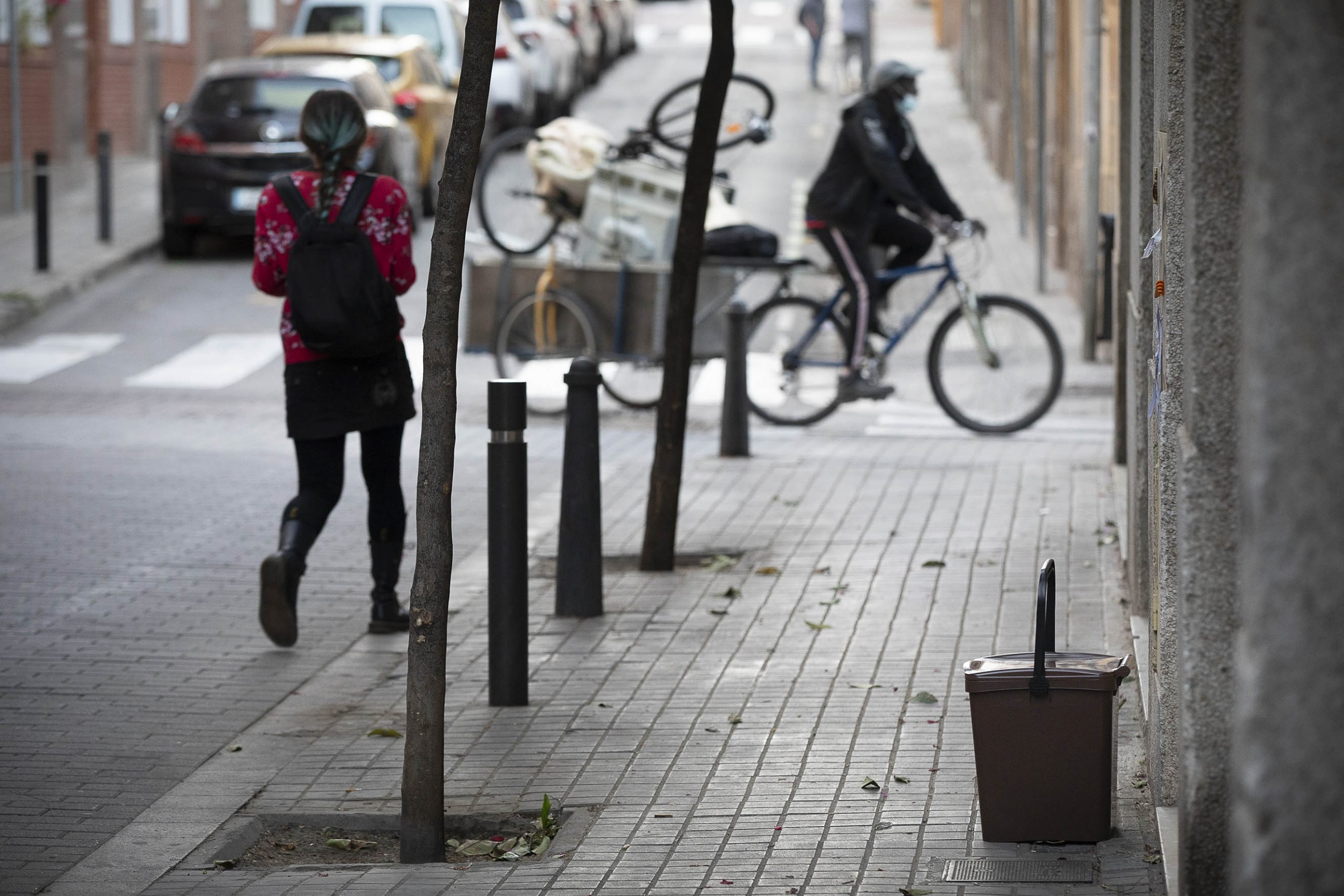 24.05.2021, Barcelona Primer vespre de recollida selectiva d'escombreries porta a porta al barri de Sant Andreu del Palomar.  foto: Jordi Play
