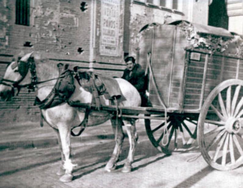 Carro d'escombraries de Barcelona, a principis del segle XX. Corp CLD