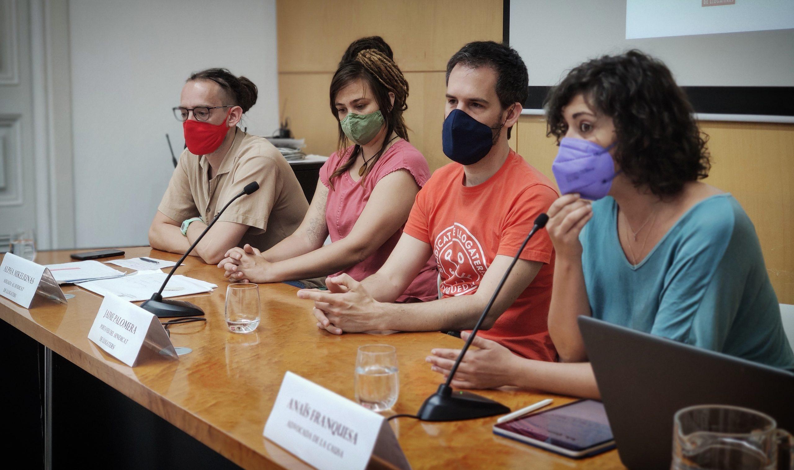 D'esquerra a dreta, el Fran, l'Alpha, l'activista Jaime Palomera i l'advocada Anaïs Franquesa / D.C.