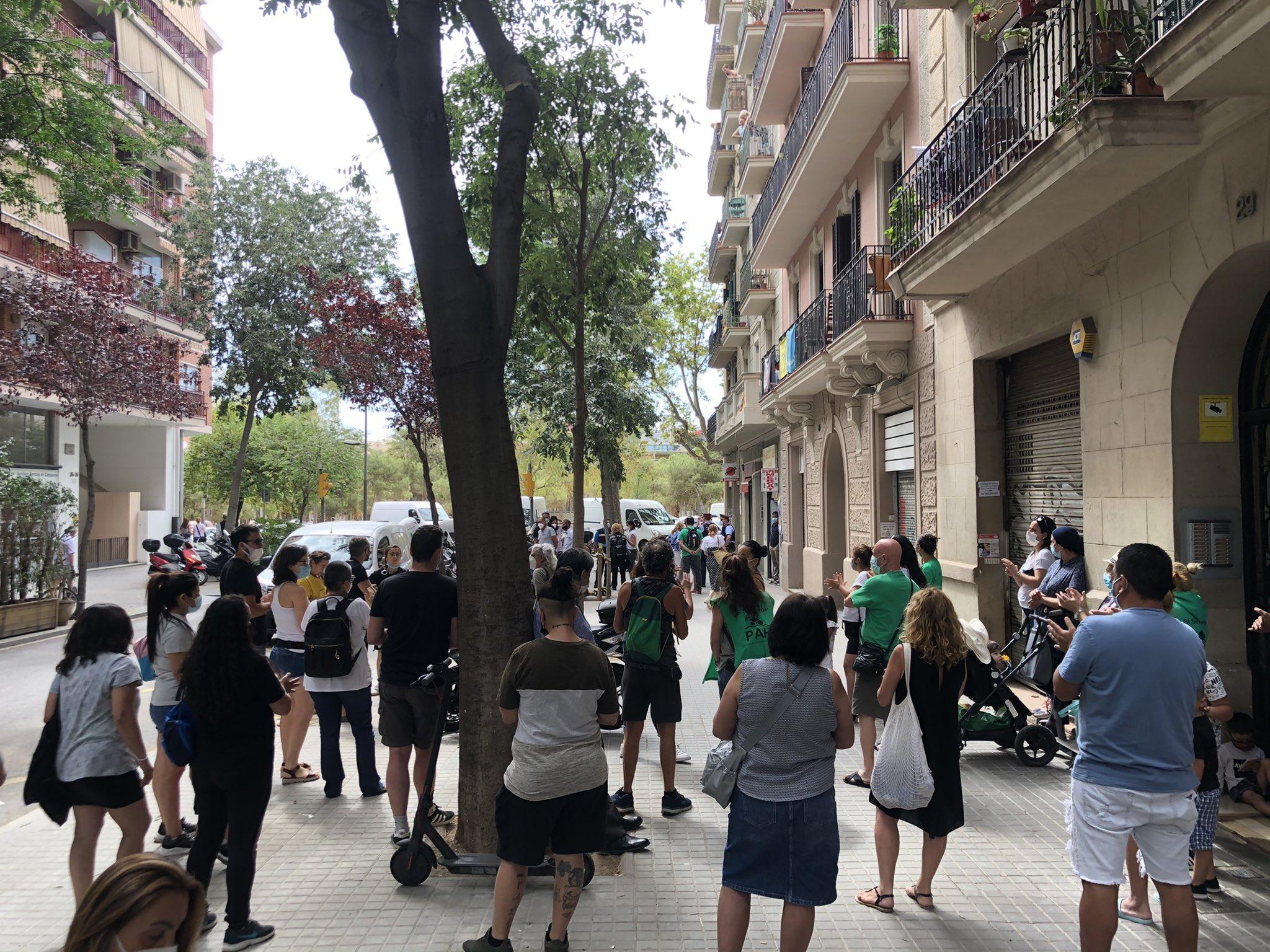 Activistes de la PAH intentant evitar un desnonament / PAH