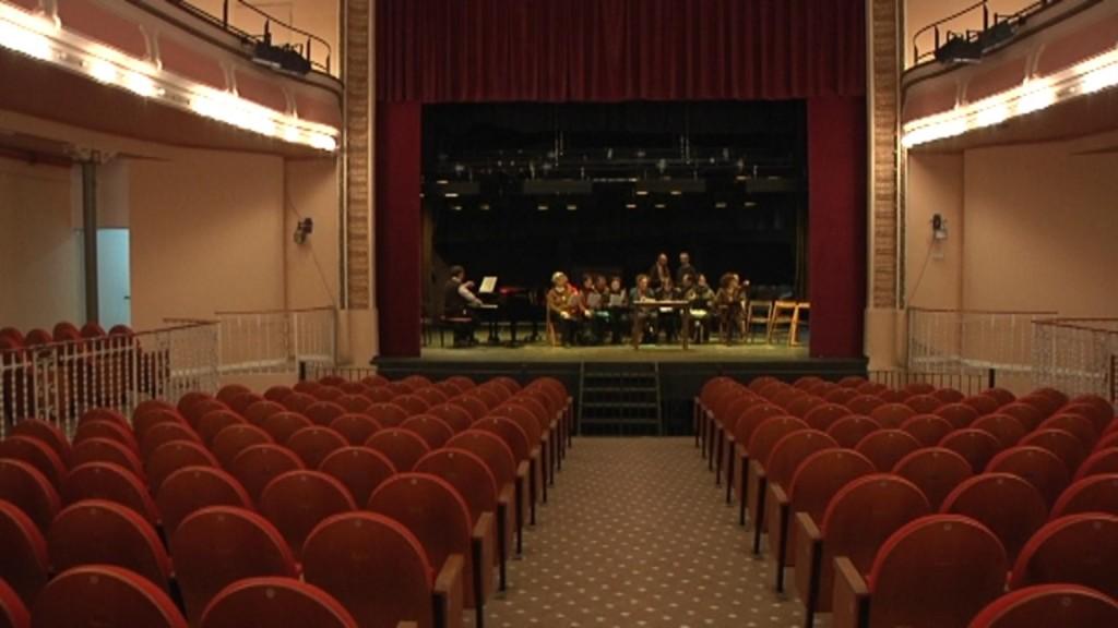 El Centre i Teatre de Sarrià, tocat de mort, mira de sobreviure