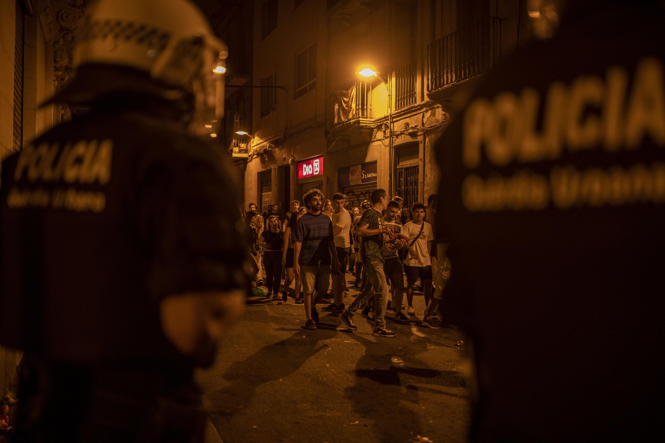 Antiavalots de la Guàrdia Urbana, a la Festa Major de Gràcia, aquesta matinada / Lorena Sopêna