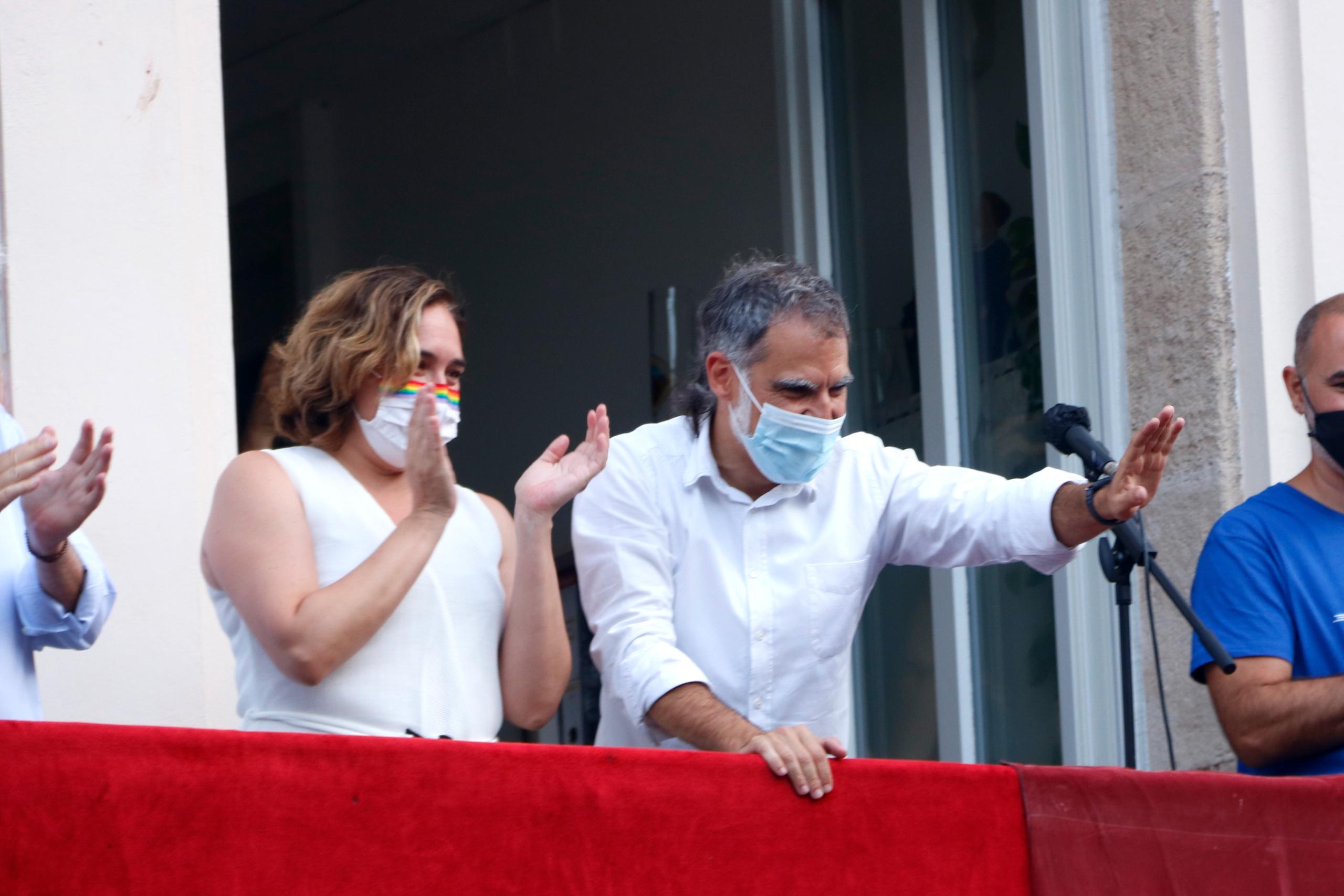 Ada Colau i Jordi Cuixart, en l'inici de les festes de Gràcia / Arnald Prat / ACN