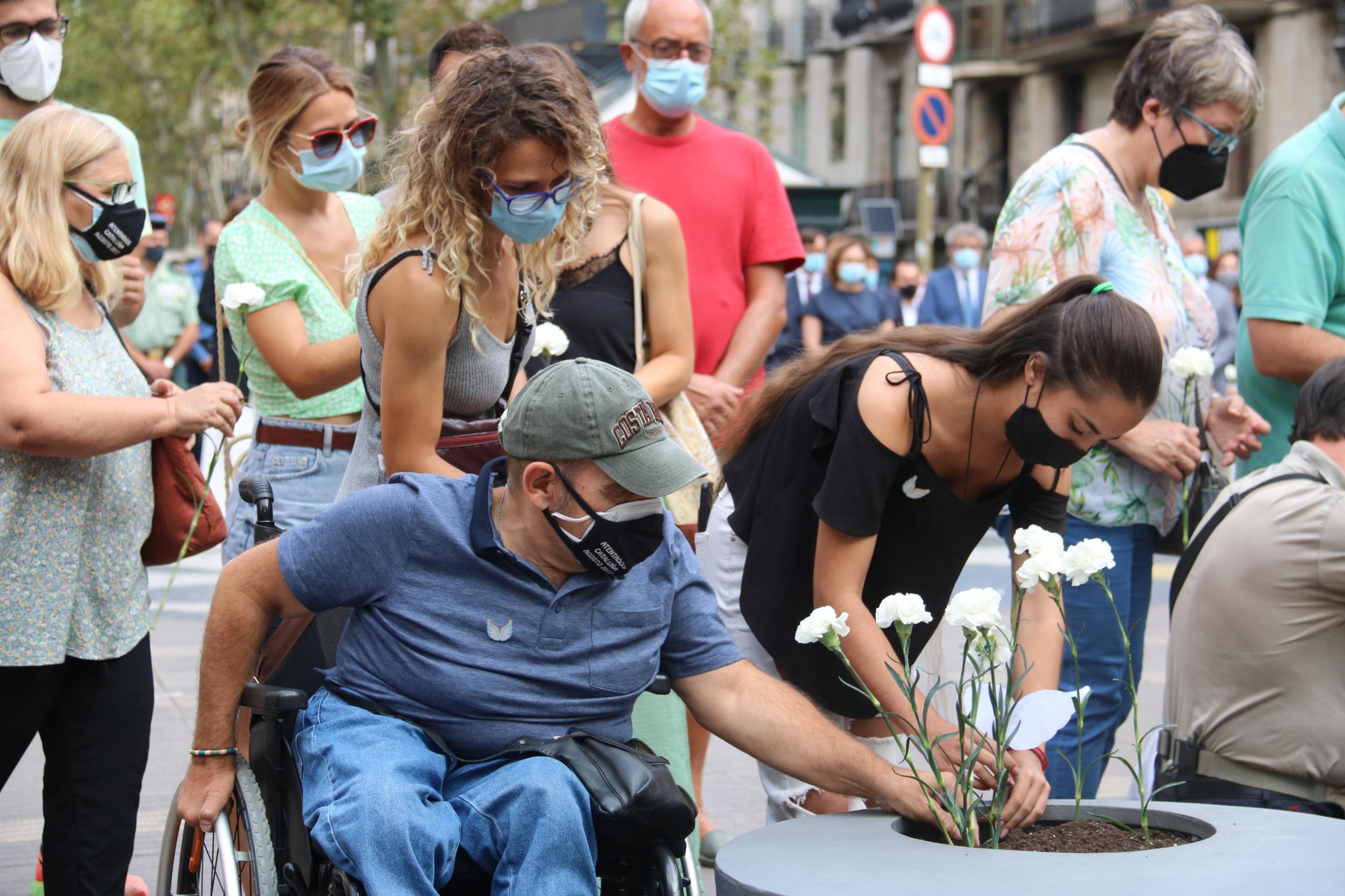 Miguel López, supervivent de l'atemptat, en l'homenatge del 17-A / Eli Don / ACN