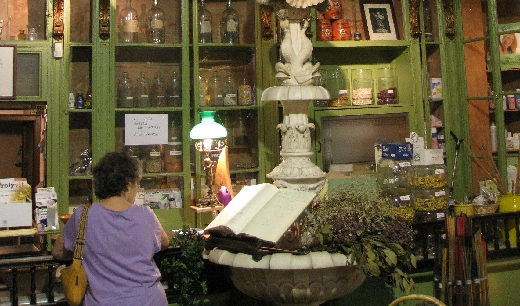 Interior de l'Herbolari del Rei, al barri Gòtic / Enfo/Wikimedia