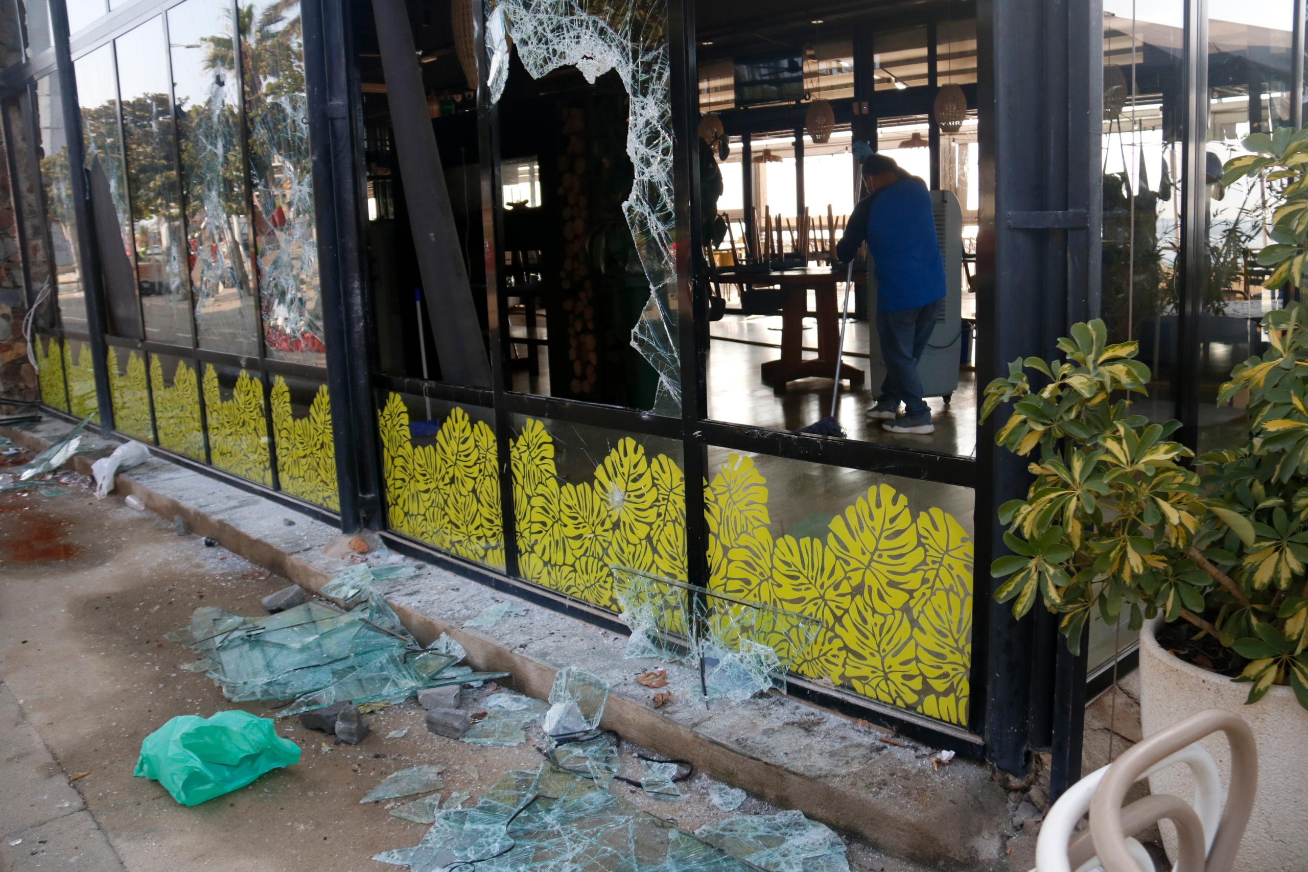 Destrosses al restaurant Xiroi Ca la Nuri, després del macrobotellot al Bogatell / Blança Blay / ACN