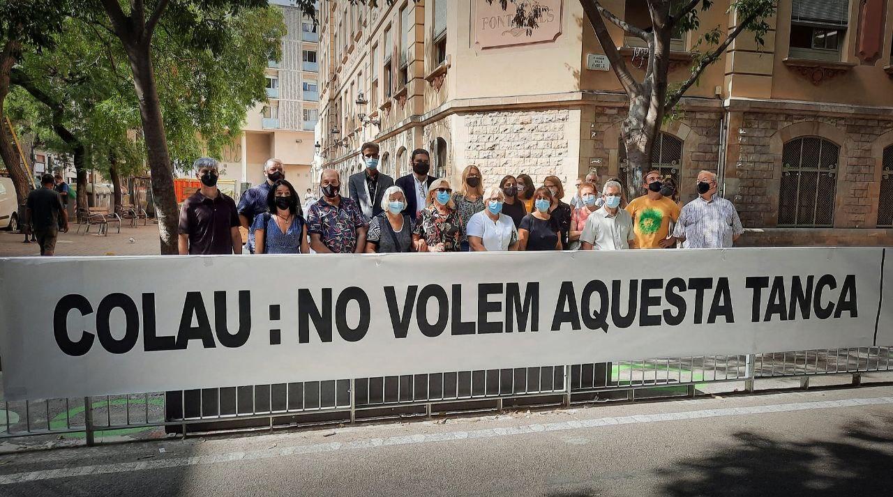 Els veïns del carrer dels Àngels denuncien la inconveniència d'una tanca / JxCat